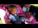 Реакция детей на музыку опа гангам стайл (Not Vine)